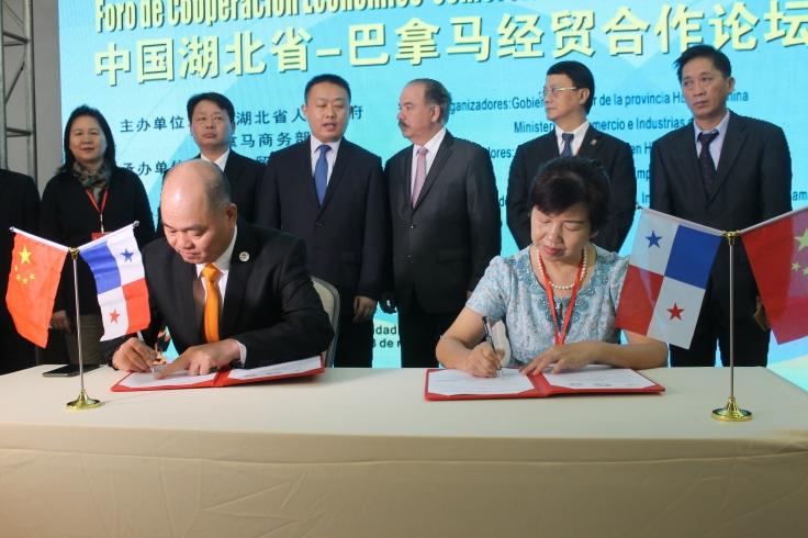 Firma de Convenio con Empresarios Chinos de Panamà