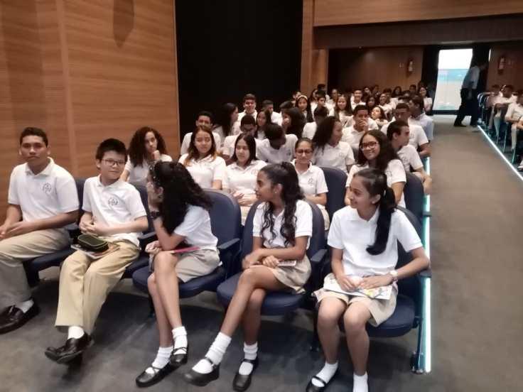 Estudiantes del Colegio Bella Vista